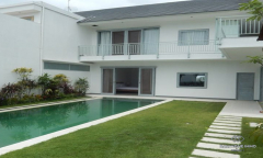 Image 2 from 4 Bedroom Villa For Sale & Rent Near Berawa Beach